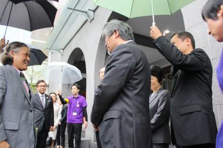 President Juichi Yamagiwa welcomes Her Royal Highness Princess Maha Chakri Sirindhorn of Thailand and her entourage.