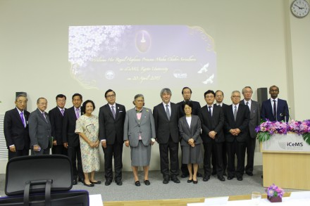 A commemorative group photo with the Thai delegation